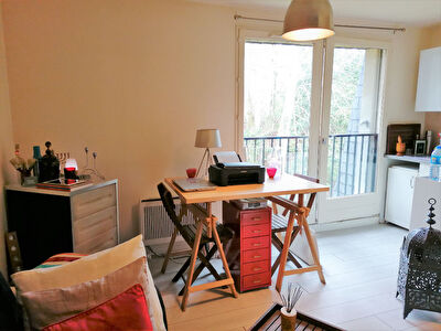 Studio 28 m² - place de parking  et cave